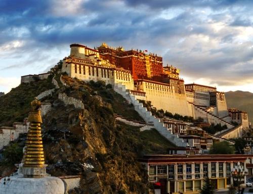 Se sei in cerca di pace e spiritualità, scegli un viaggio in Tibet e Nepal.