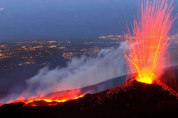 l'etna in eruzione vacanza in sicilia