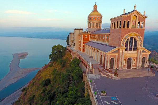 vacanza in sicilia il santuario della madonna del tindari