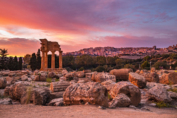 vacanza in sicilia la valle dei templi al tramonto
