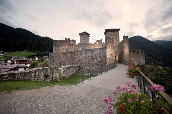 vacanze in trentino castello di san michele ad ossana